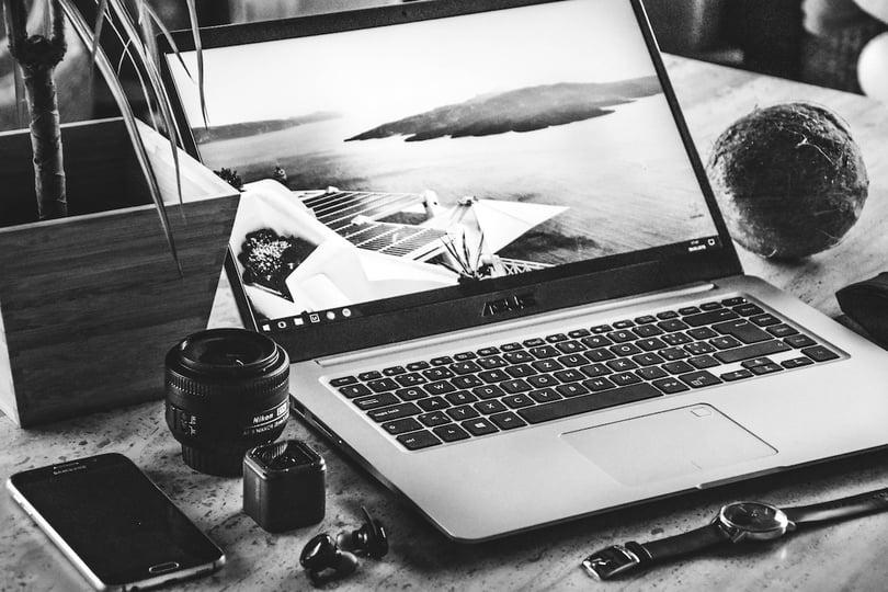 Vad är skillnaden mellan en blogg, vlog och slog?