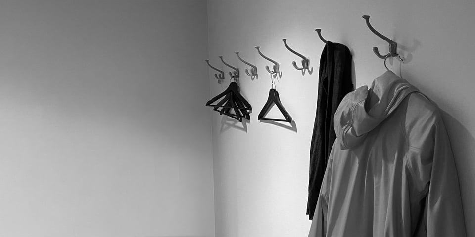 zooma-coat-in-hallway-2
