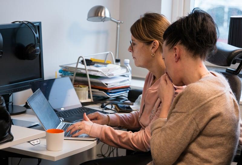 Zooma-people-working-computers-focused